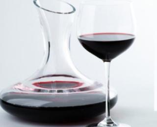 Wijn decanteren en karafferen