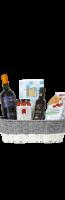 Mand met 1fl rode wijn en 4 Italiaanse voedingsproducten